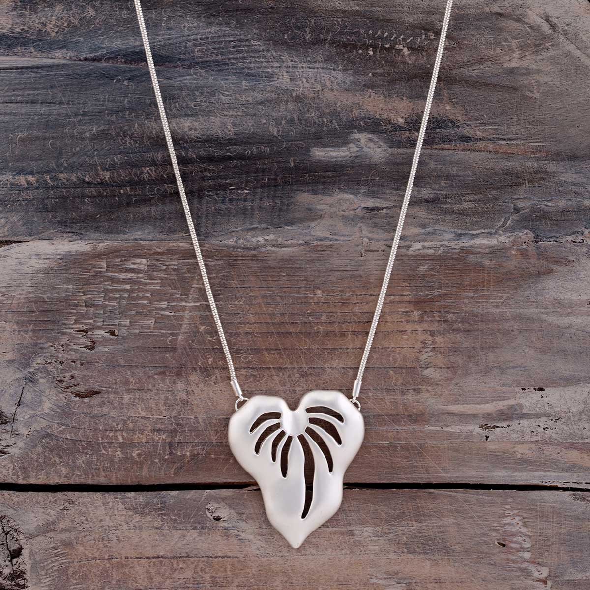 "Satin Silver 1.5""x2"" Palm Tree Leaf on Chain Necklace 16""-19"""