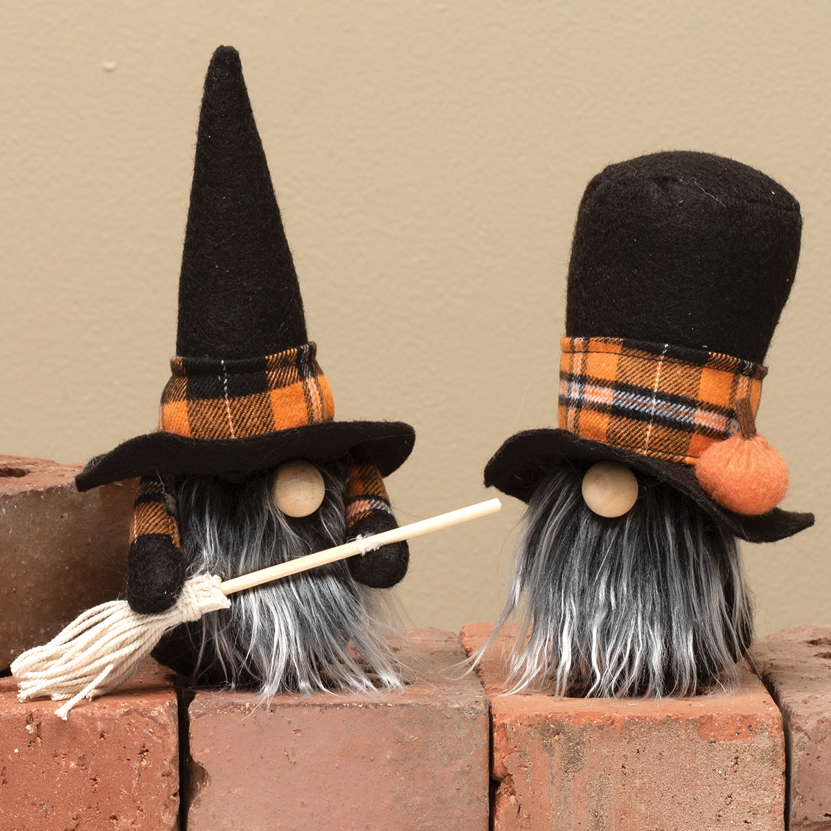 WITCH & WARLOCK GNOME WITH ORANGE