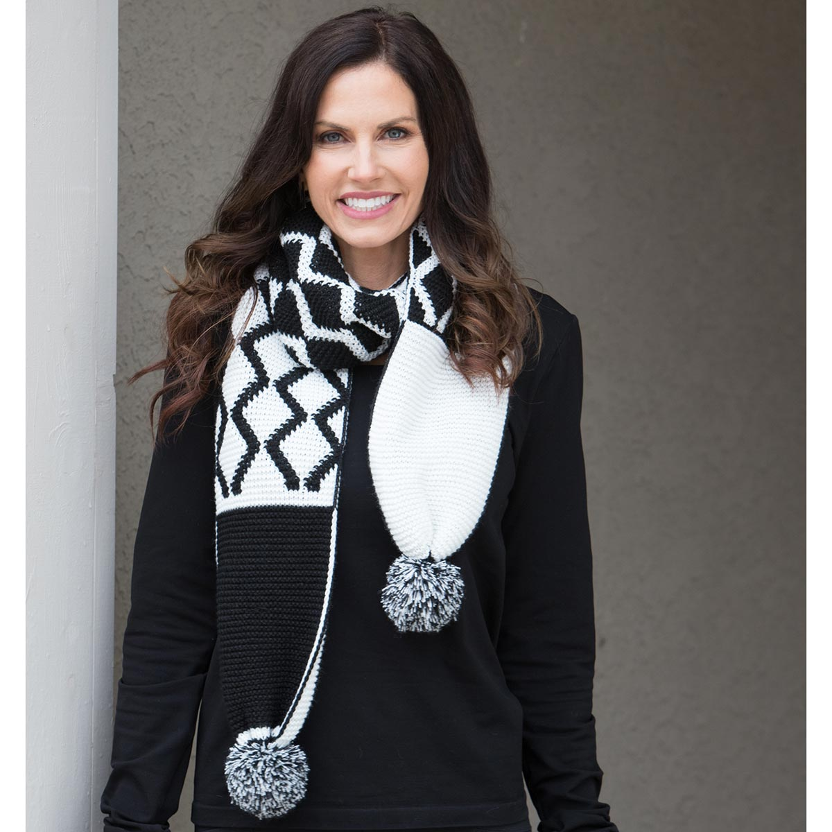 White and Black Pom-Pom Scarf 50sp